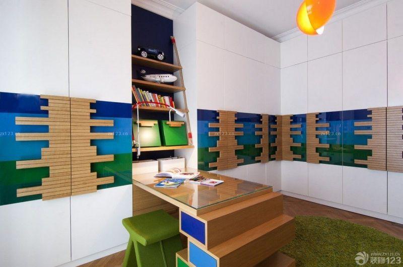 现代时尚7平米儿童书房转角书柜装修图片